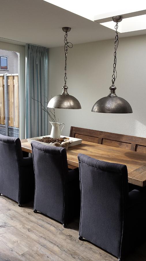 eethoek-klepbank-industriele-lampen-kasteeltafel