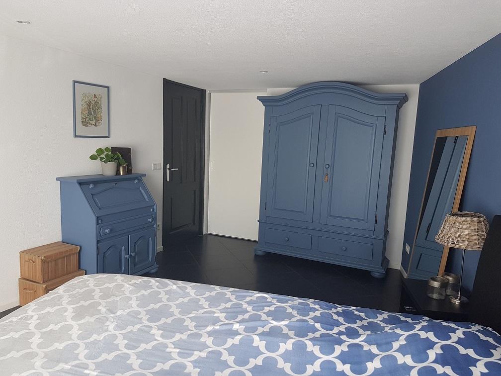 slaapkamer blauwe kasten