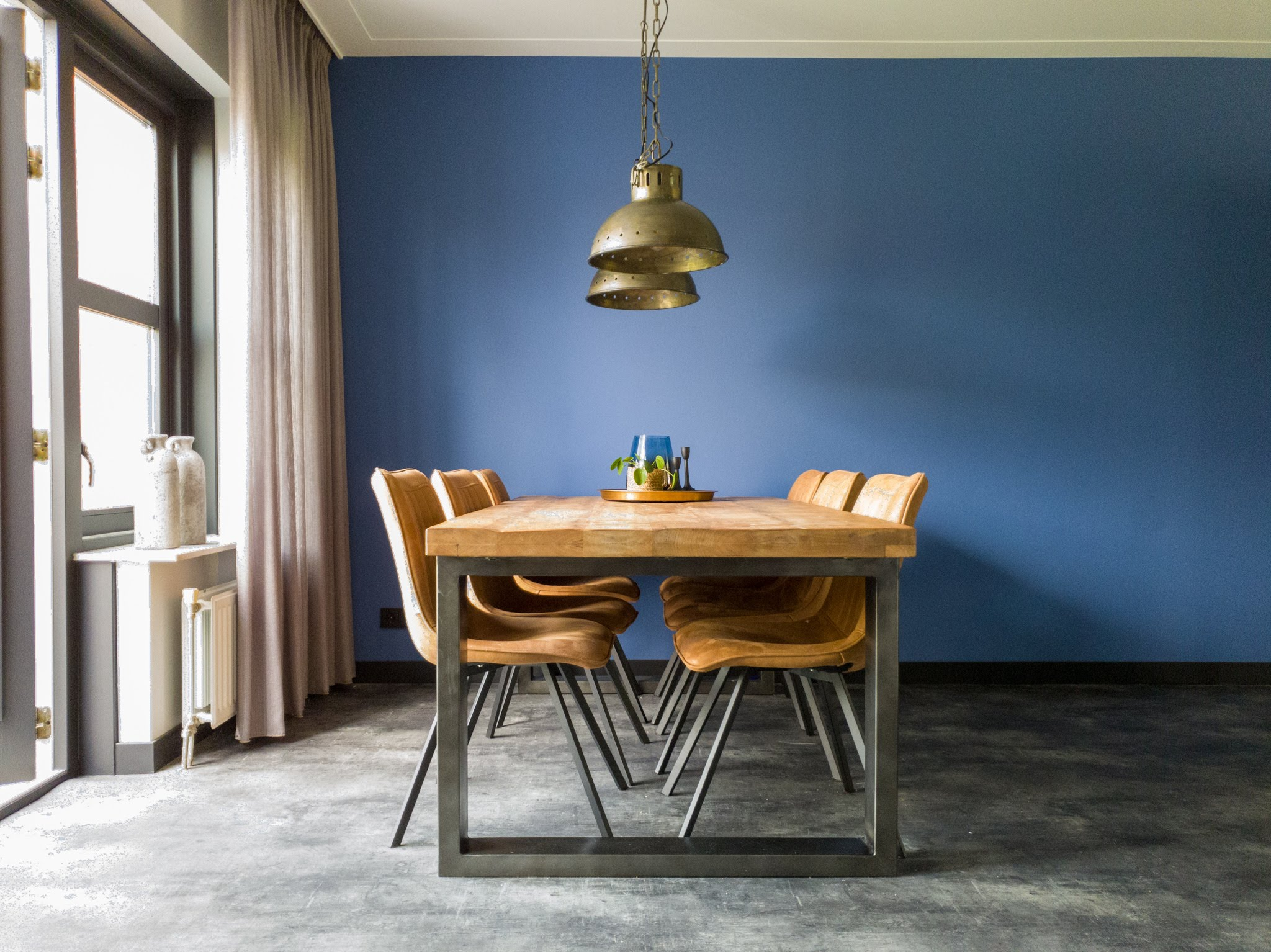 Herinrichting kleuradvies interieurontwerp woonkamer eetkamer cognac zwart blauw (4)